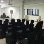 Salão de convenções, capacidade 50 pessoas, equipado com sistema de som, projetor,2 microfones sem fio, quadro branco, notebook.